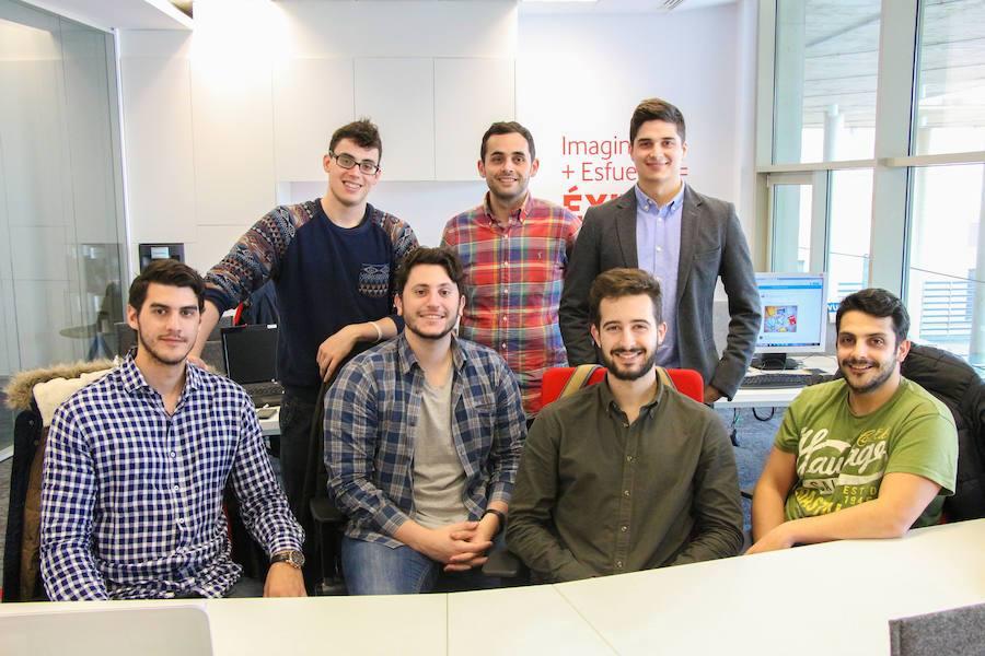Los jóvenes que vieron un negocio en el intercambio de apuntes universitarios