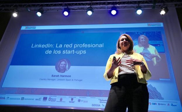 La directora de LinkedIn para España y Portugal Sarah Harmon interviene en la primera ponencia de Alhambra Venture